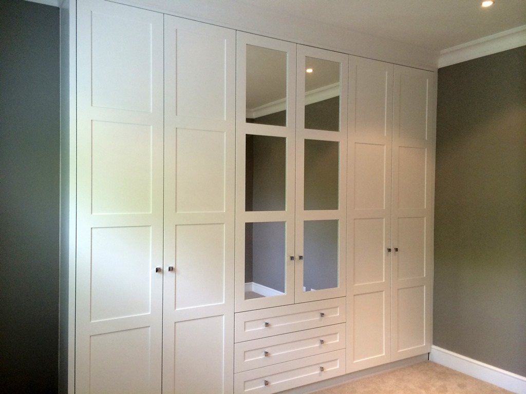 Fitted wardrobes bedroom furniture london bespoke for Bedroom built in wardrobe designs